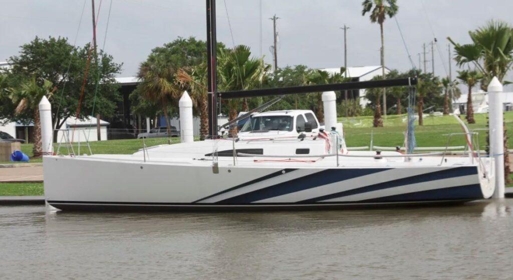 J99 007 dockside
